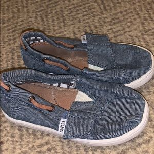 Size 8 toddler toms